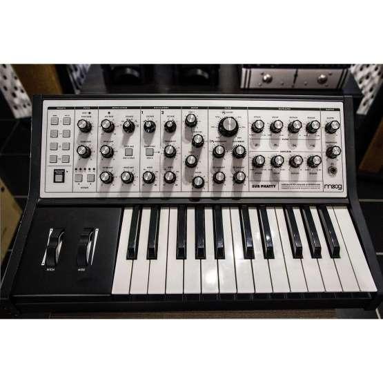 Moog Sub Phatty usato used 555x555 Moog Music Sub Phatty (used)